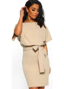 Stylowa, beżowa sukienka z paskiem DAFNIS - kod rabatowy