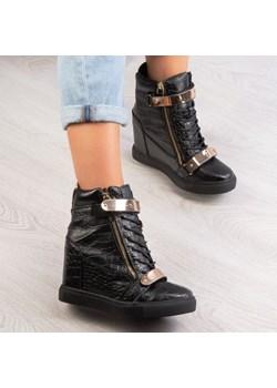 Czarne sneakersy na krytym koturnie Takota - Obuwie  Royalfashion.pl  - kod rabatowy