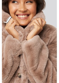NA-KD Trend Colored Faux Fur Short Coat - Pink NA-KD Trend  NA-KD - kod rabatowy