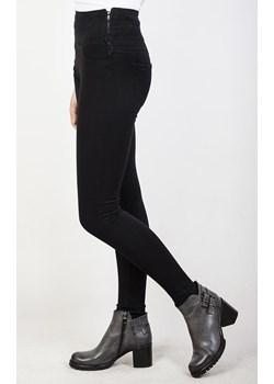 Czarne spodnie skinny jeans z zamkiem z boku oraz szerokim pasem Olika  wyprzedaż olika.com.pl  - kod rabatowy