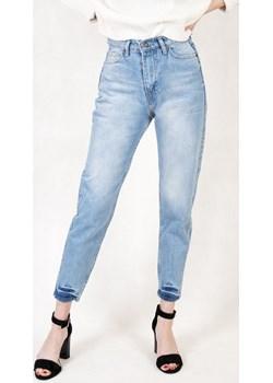 Jasne spodnie jeansowe typu mom jeans   berry.com.pl - kod rabatowy