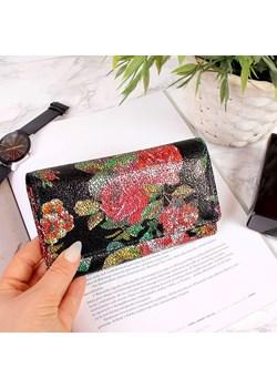Skórzany portfel damski w kwiaty Paolo Peruzzi  Paolo Peruzzi Skorzana.com - kod rabatowy
