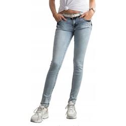 Jeansy biodrówki damskie, modne kolekcje 2020 w Domodi