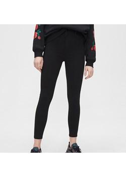 Cropp - Spodnie high waist - Czarny  Cropp  - kod rabatowy
