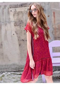 Sukienka LaRime z ażurowymi taśmami  Larime  - kod rabatowy