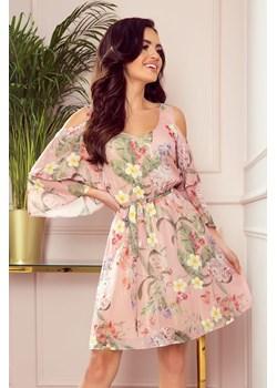 292-1 MARINA zwiewna szyfonowa sukienka z dekoltem - RÓŻOWA W KWIATY Numoco  Preciosa - kod rabatowy