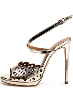 Złote sandały damskie na szpilce Victoria Gotti ® Victoria Gotti promocyjna cena - kod rabatowy