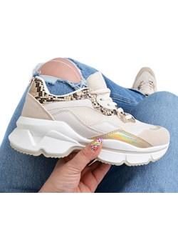 Beżowe Sneakersy Mona z efektem HOLO wyprzedaż Attaria - kod rabatowy