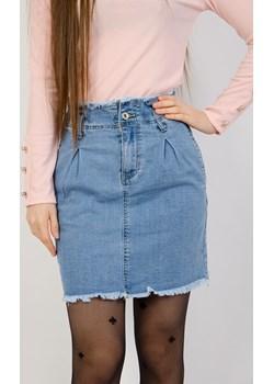 Jasna jeansowa spódnica z szarpaniem na dole Olika  olika.com.pl - kod rabatowy