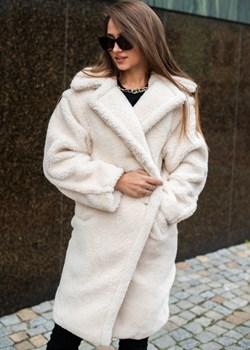 Płaszcz pluszowy ecru   Fason - kod rabatowy