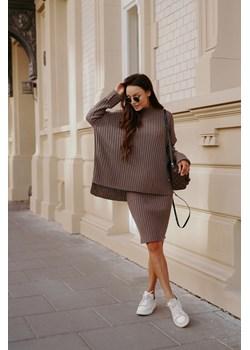 Komplet swetrowy – spódnica i sweter z golfem LS308 - capucino Lemoniade lemoniade.pl - kod rabatowy