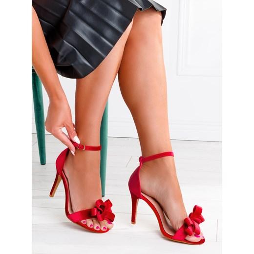 czerwone sandały na szpilce larica