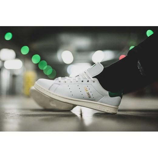 Buty sportowe męskie Adidas Originals z gumy białe w Domodi