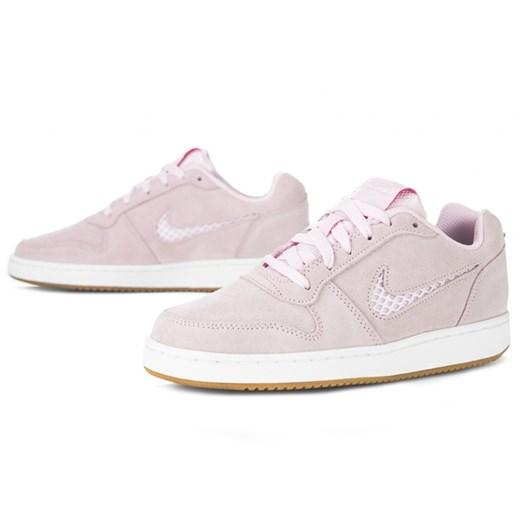 Buty sportowe damskie Nike bez wzorów wiązane na płaskiej podeszwie