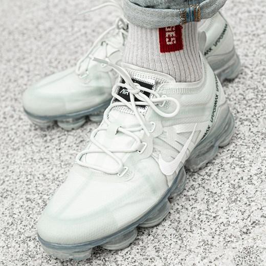 Buty sportowe męskie Nike vapormax sznurowane na wiosnę w Domodi