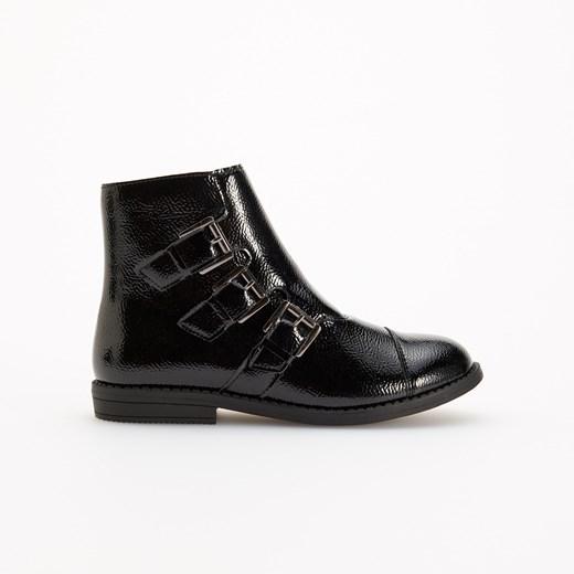 Buty zimowe dziecięce Reserved bez wzorów z klamrą