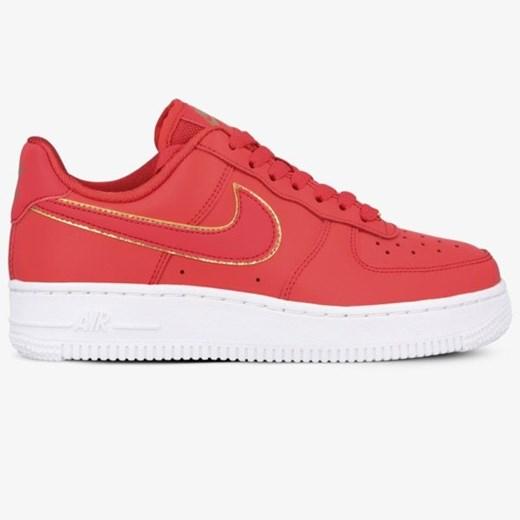 Czerwone buty sportowe damskie nike air force, wiosna 2020 w