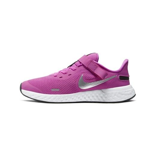 Buty sportowe dziecięce Nike na rzepy w Domodi