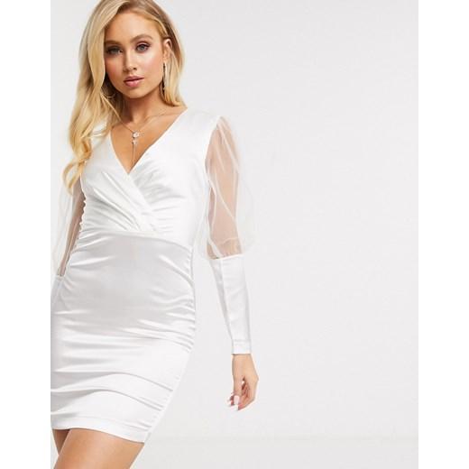 Sukienka The Girlcode biała z długimi rękawami w Domodi