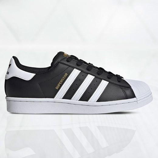 Buty sportowe damskie Adidas sznurowane gładkie płaskie w Domodi