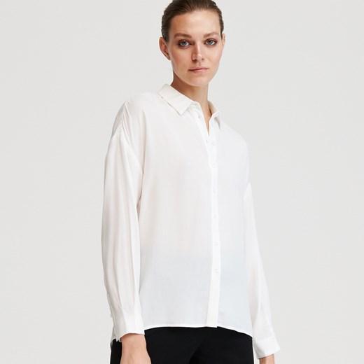 Koszula damska biała Reserved z długimi rękawami w Domodi