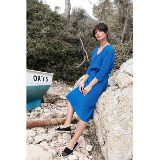 Sukienka Be bez wzorów z długimi rękawami z paskiem midi Odzież Damska YM niebieski SNQQ
