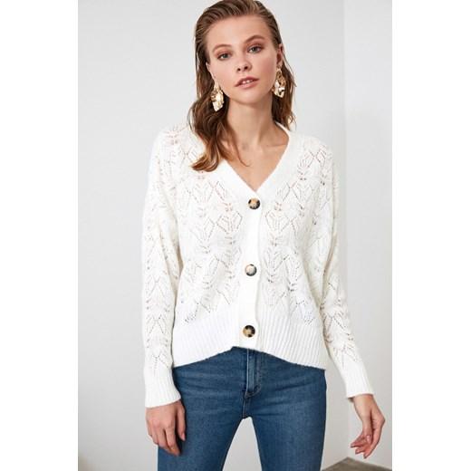 Biały sweter damski Trendyol Odzież Damska TJ biały GBUT