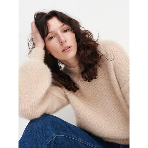 Sweter damski Reserved bez wzorów Odzież Damska VH beżowy EUTJ