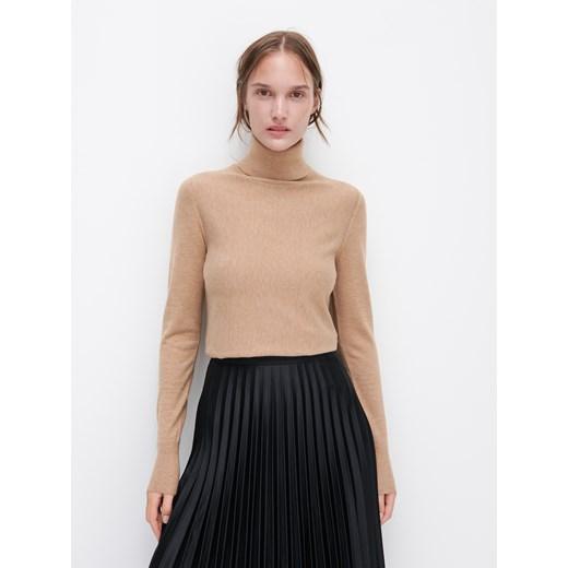 Sweter damski Reserved bez wzorów Odzież Damska CA beżowy BZHO