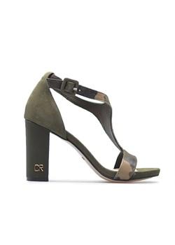 Brązowe sandały na słupku carinii, wiosna 2020 w Domodi