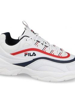 Biała sneakersy damskie fila na koturnie, wiosna 2020 w Domodi
