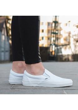 Białe buty sportowe damskie vans, wiosna 2020 w Domodi