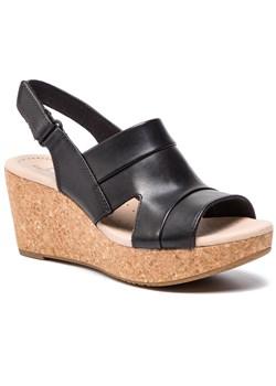 Clarks skórzane sandały