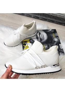 Białe buty damskie butymarkowe.pl, wiosna 2020 w Domodi