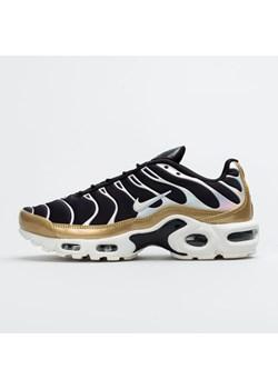 Wielokolorowe buty sportowe damskie Nike w paski na koturnie