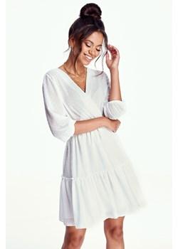 Sukienka Mosquito bez wzorów biała z długim rękawem na co dzień z dekoltem  w serek kopertowa mini