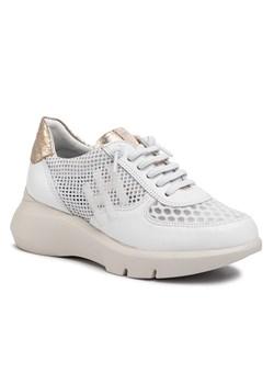 Sneakersy damskie Fila w abstrakcyjnym wzorze na platformie