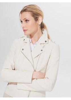 Białe kurtki i płaszcze damskie mohito, wiosna 2020 w Domodi