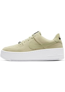 Beżowe buty sportowe damskie nike air force, wiosna 2020 w