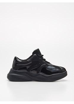 Czarne buty sportowe damskie, wiosna 2020 w Domodi