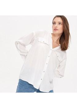 Biała koszula stylizacje, które Cię zachwycą! Trendy w  QxFiW