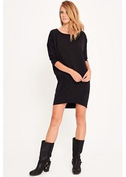 Sukienki małe czarne, wiosna 2020 w Domodi