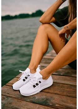 Buty sportowe damskie, lato 2020 w Domodi
