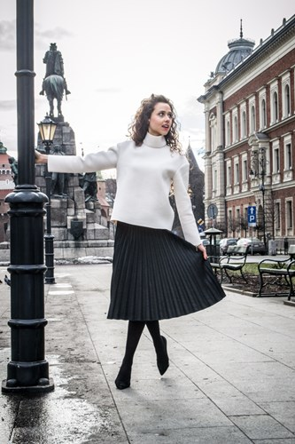 fa448656dea77 Z czym nosić plisowaną spódnicę? - Trendy w modzie w Domodi