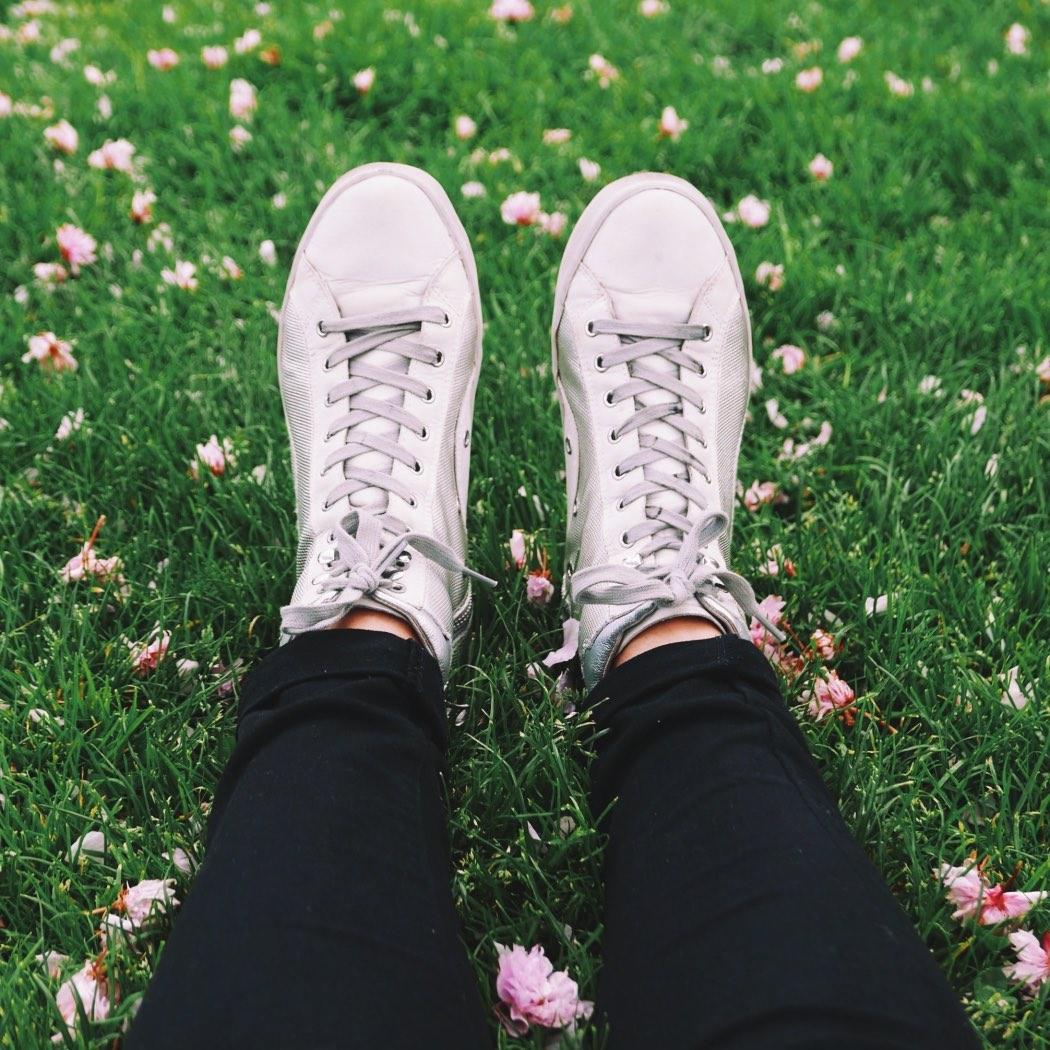 Jakie buty w góry wybrać? Trendy w modzie w Domodi