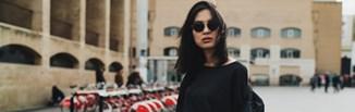 Czarne ubrania - jak prać, żeby nie płowiały? Jak przywrócić kolor czarnym ubraniom? Poradnik