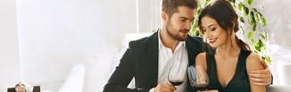 Damskie i męskie stylizacje na letnie wesele. Jak się ubrać na wesele latem? Podpowiadamy!