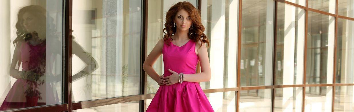 cf26c2ab41 Fuksja – jak i z czym nosić ten kolor  - Trendy w modzie w Domodi