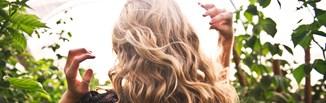 Jak naturalnie rozjaśnić włosy domowymi sposobami?
