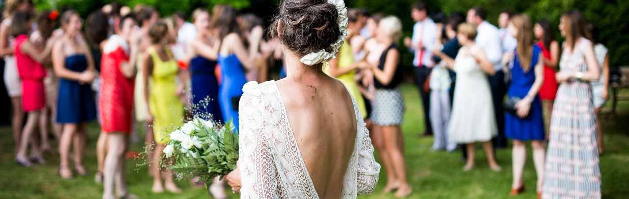 Jaki kolor sukienki na wesele? Podpowiadamy!